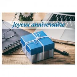 Cadeau bleu sur un bureau